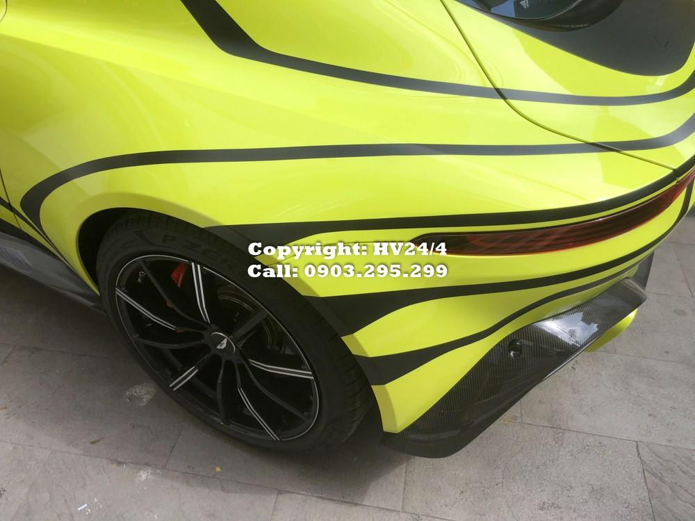 Siêu xe Aston Martin V8 Vantage 2018 được trang bị động cơ V8, tăng áp kép, dung tích 4.0 lít do Mercedes-AMG sản xuất. Động cơ tạo ra công suất tối đa 510 mã lực tại tua máy 6.000 vòng/phút và mô-men xoắn cực đại 685 Nm tại dải tua máy 2.000 - 5.000 vòng/phút.