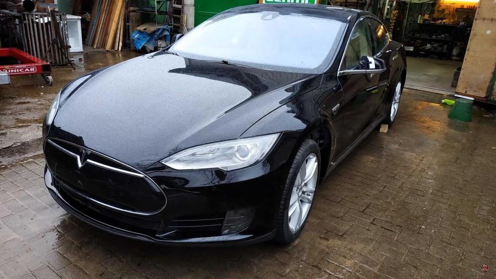 Bộ dạng chiếc Tesla Model S sau khi sửa chữa
