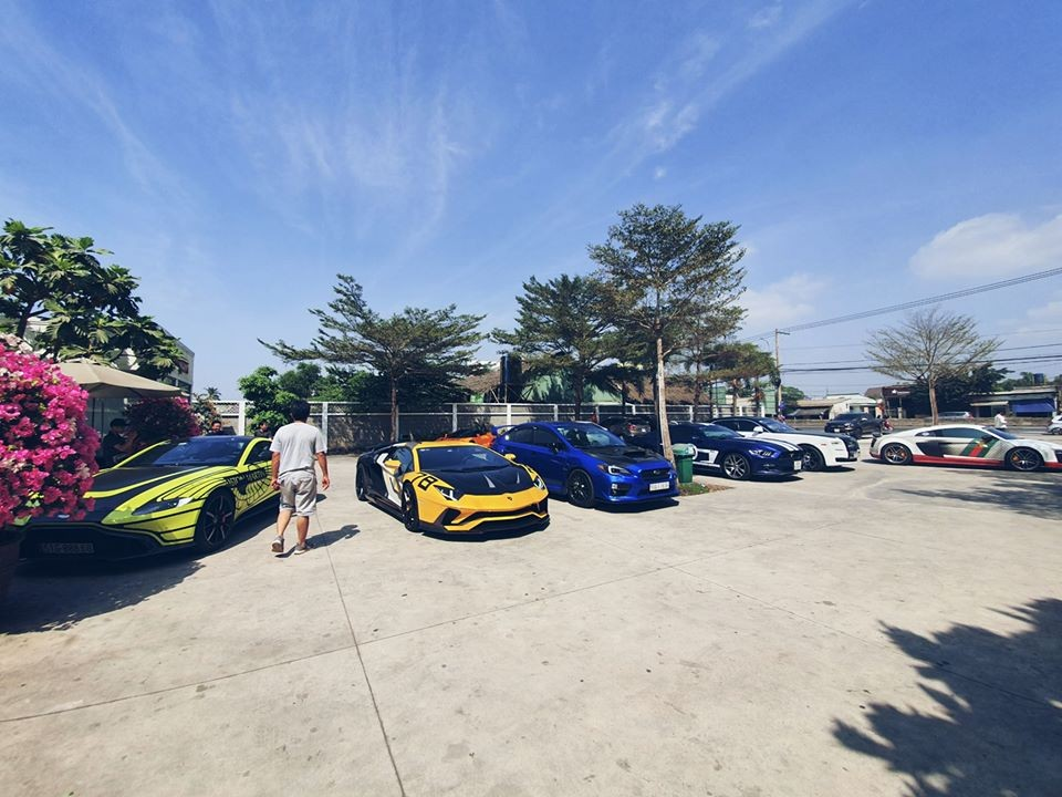 Tất nhiên là đoàn siêu xe, vì thế, buổi họp mặt của đoàn Car Passion không thiếu những chiến mã của Lamborghini, McLaren, Audi R8 hay các mẫu xe siêu sang như Rolls-Royce. Từ trưa ngày 5 tháng 1 năm 2020, các thành viên đã tập trung tại quận 2 và di chuyển đến một quán cơm khá nổi tiếng nằm trên cao tốc Long Thành-Dầu Giây trước khi tiếp tục xuống một resort nổi tiếng tại Long Hải, tỉnh Bà Rịa-Vũng Tàu.