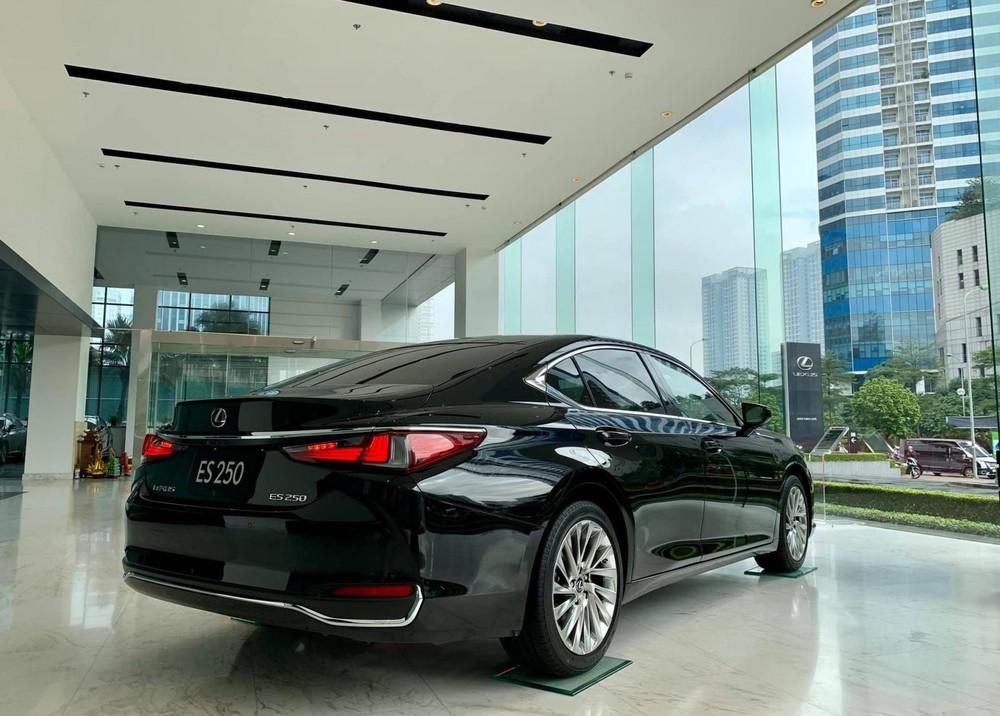 Tổng thể thiết kế ngoại thất của xe không còn gì thay đổi, thuộc thế hệ mới nhất trang bị khung gầm toàn cầu GA-K
