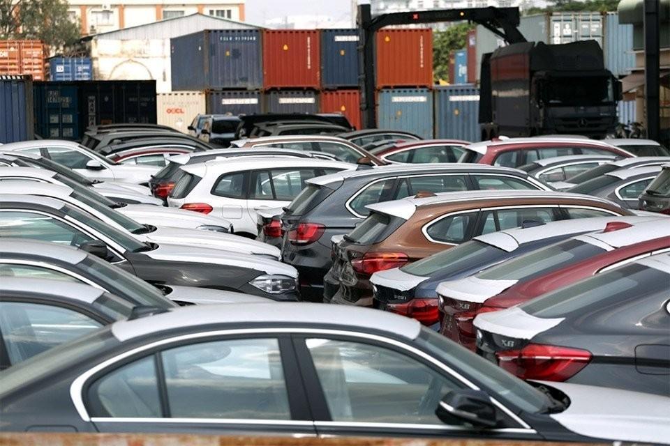 Lượng ô tô nhập khẩu về Việt Nam trong tháng 12 chỉ đạt 8.000 xe