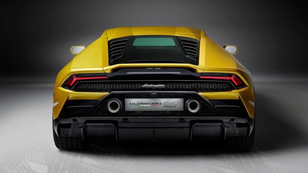 Với hệ thống này, sức mạnh từ động cơ sẽ được điều chỉnh theo từng chế độ lái nhằm đảm bảo an toàn cũng như kiểm soát đuôi xe tốt hơn ở cả điều kiện đường khô, đường ướt và tuyết. Ở chế độ Corsa, hệ thống này sẽ can thiệp nhiều hơn thế hệ trước, kết quả là lực bám khi ra cua sẽ được cải thiện 20% và giảm mất lực bám đi 30%. Bên cạnh đó, Lamborghini Huracan EVO RWD cũng được trang bị hệ thống treo tay đòn kép với giảm chấn chủ động hơn, hệ thống đánh lái bánh sau Lamborghini Dynamic Steering được hiệu chỉnh riêng.