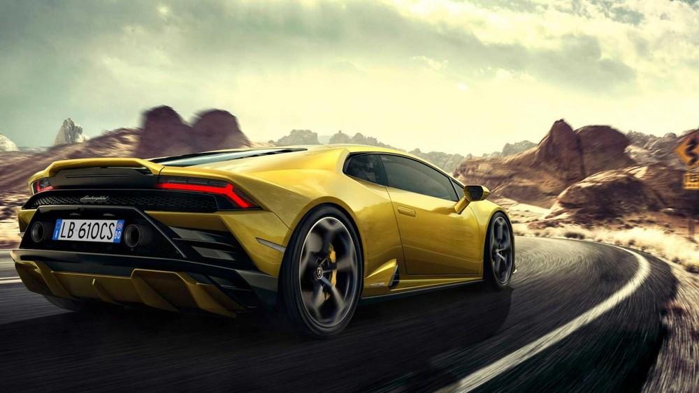Nhưng so với Lamborghini Huracan dẫn động cầu sau, Lamborghini Huracan EVO RWD đã được tăng sức mạnh hơn 30 con ngựa. Sức mạnh vẫn được truyền đến bánh sau thông qua hộp số tự động ly hợp kép 7 cấp, nhờ đó, Lamborghini Huracan EVO dẫn động cầu sau có thể tăng tốc từ vị trí xuất phát lên 100 km/h trong thời gian 3,2 giây trước khi đạt tốc độ tối đa 325 km/h. Đi cùng với sự nâng cấp sức mạnh là một hệ thống kiểm soát lực kéo thể thao (Performance Traction Control System – P-TCS) hoàn toàn mới.