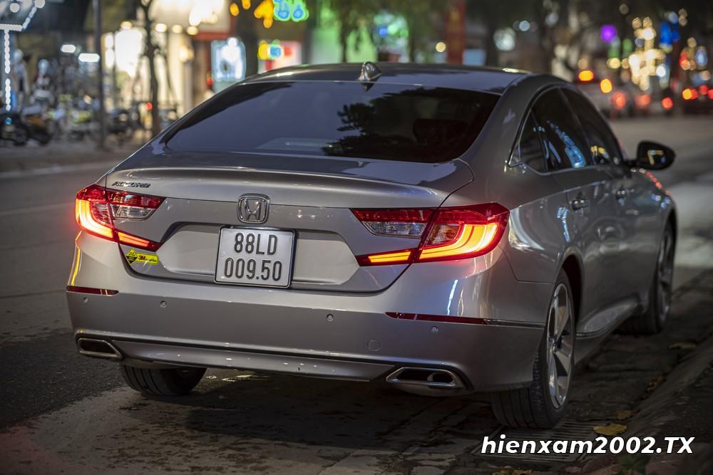 Đuôi xe hơi vuốt xuống phía sau tạo cảm giác Honda Accord 2020 trông như một mẫu xe sedan thể thao Sportback.