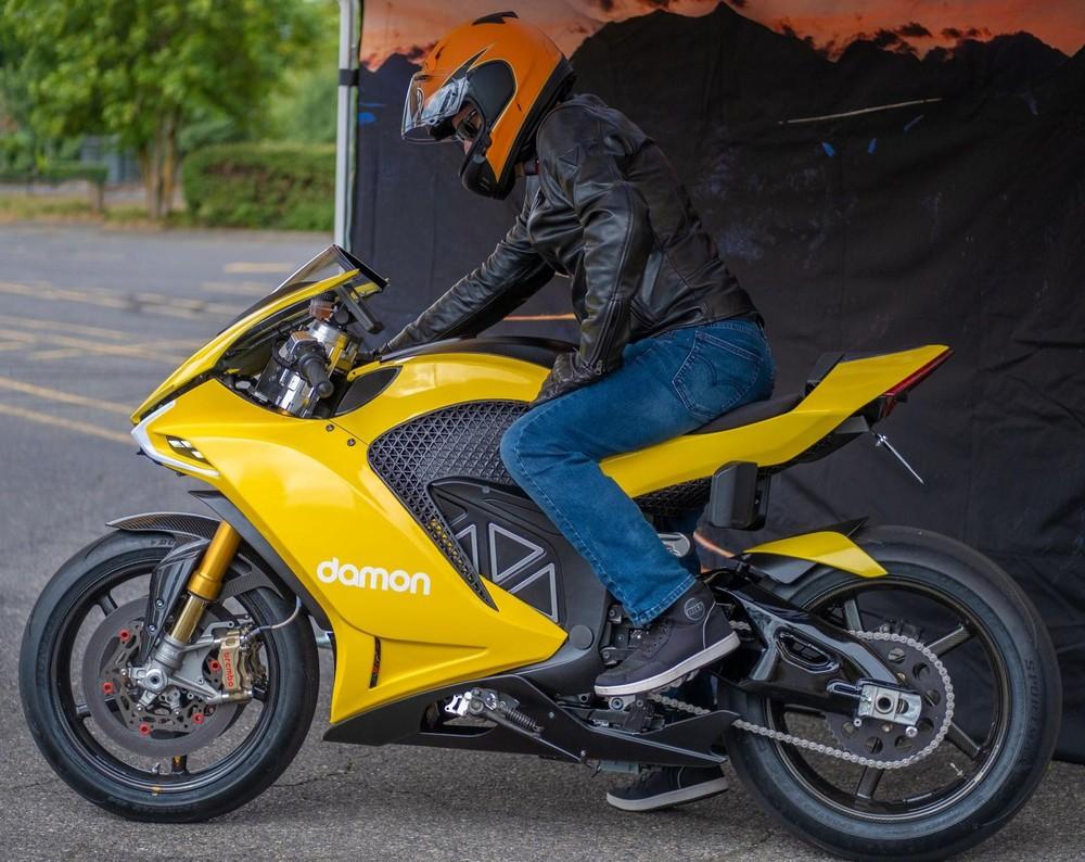 Sự kết hợp giữa BlackBerry và Damon Motorcycles tạo ra mẫu mô tô hiện đại