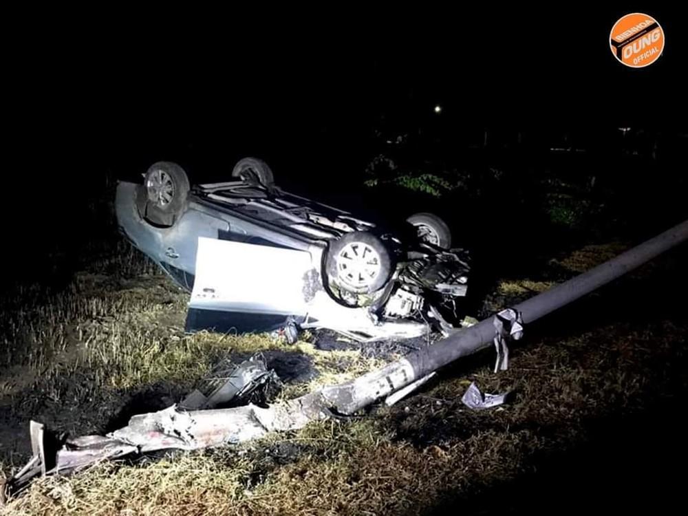 Hiện trường vụ tai nạn của chiếc Toyota Vios do nữ tài xế cầm lái