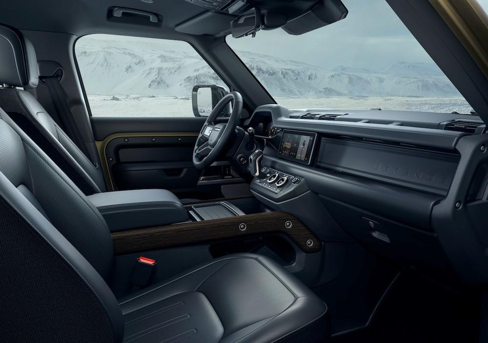 Tổng thể nội thất của Land Rover Defender 2020
