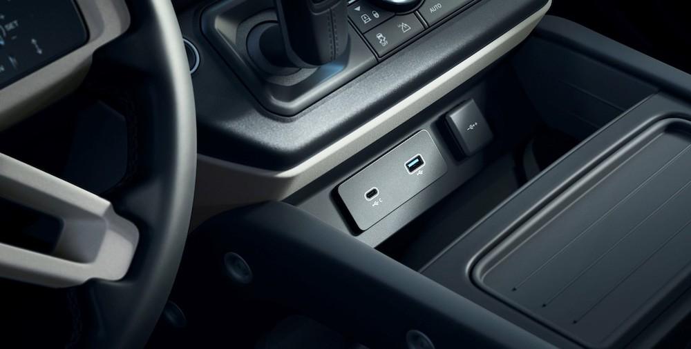 Xe được trang bị đầy đủ các cổng sạc kể cả USB type C