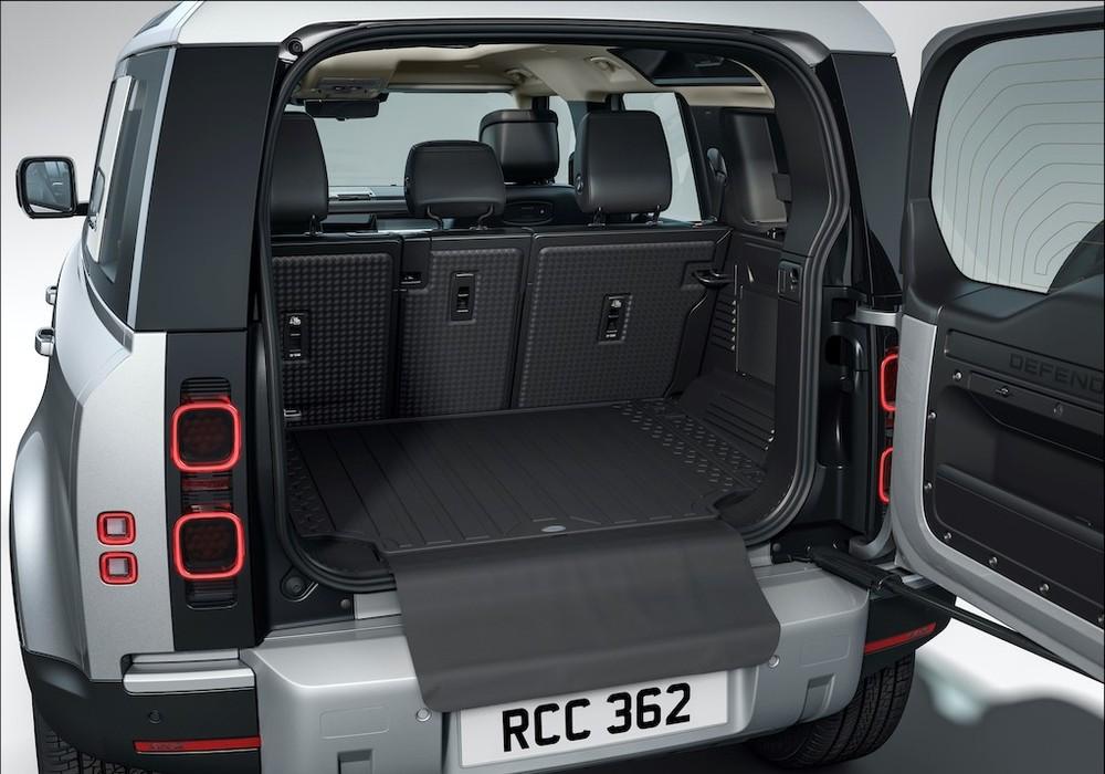 Với cấu hình 5 chỗ ngồi, xe có không gian để đồ rộng rãi