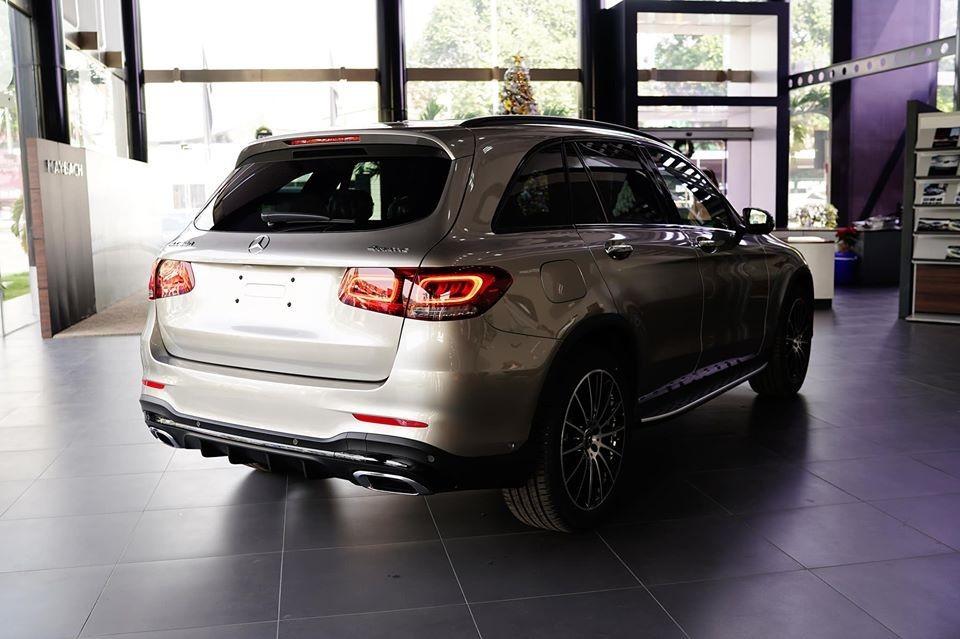 Tư vấn bán hàng cho hay phải đến cuối tháng 2 hoặc đầu tháng 3/2020 Mercedes-Benz GLC 300 4Matic 2020 bản lắp ráp mới được mở bán