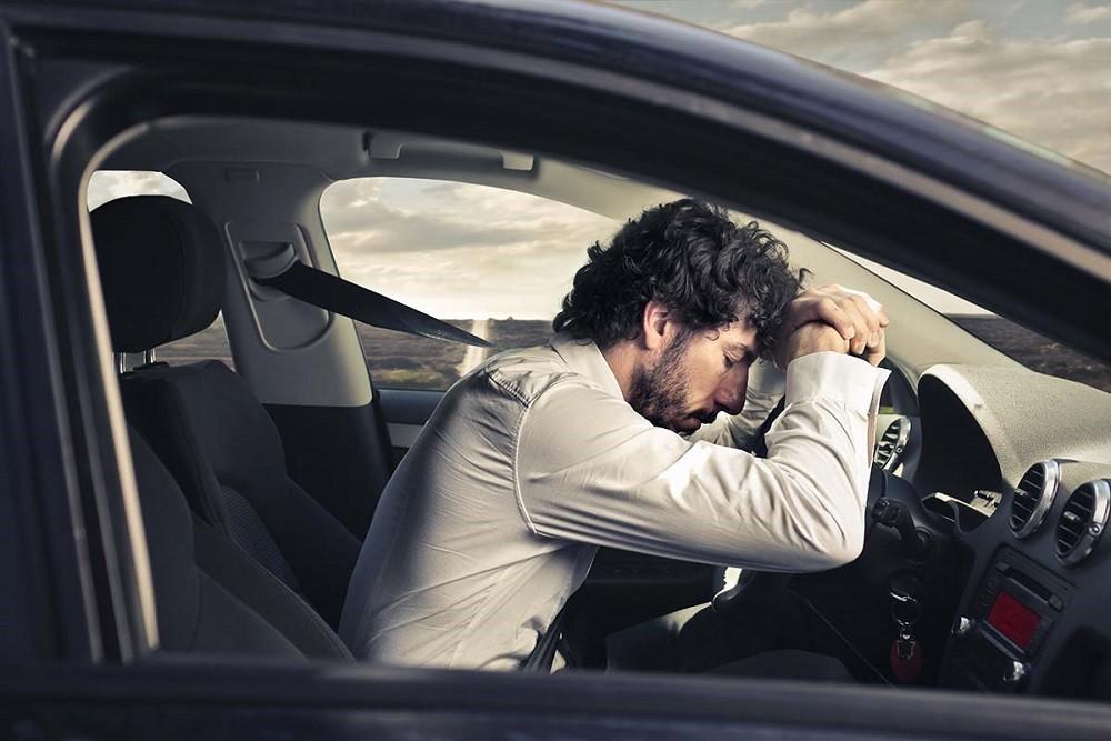 Kinh nghiệm lái xe đường dài an toàn - không lái xe khi buồn ngủ