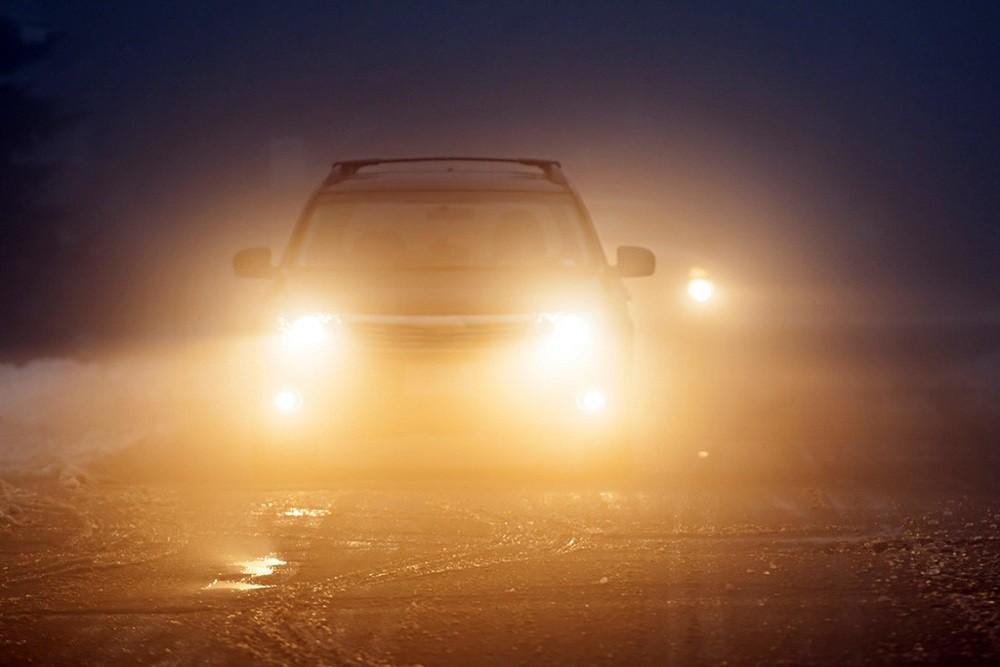 Kinh nghiệm lái xe đường dài an toàn - sử dụng đèn xe hợp lý