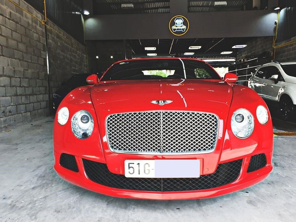 Dịp cận Tết Nguyên đán cũng là lúc có không ít những chiếc siêu xe và xe siêu sang được các công ty mua bán xe đã qua sử dụng rao bán với những mức giá hấp dẫn. Chẳng hạn như một chiếc xe siêu sang mui trần Bentley Continental GTC đời 2013 có giá rao bán lại chỉ hơn 8 tỷ đồng.