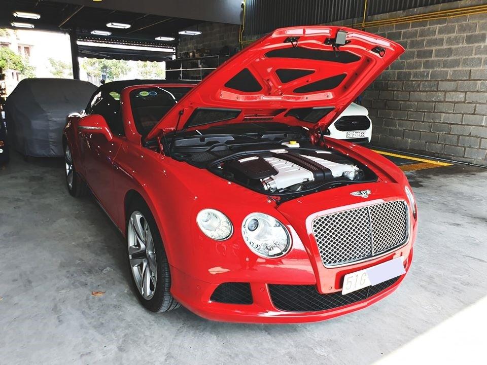 Động cơ trên giúp chiếc xe mui trần Bentley Continental GTC đời 2013 rao bán hơn 8 tỷ đồng sản sinh công suất tối đa 567 mã lực tại vòng tua máy 6.100 vòng/phút và mô-men xoắn cực đại 700 Nm tại 1.700 vòng/phút.