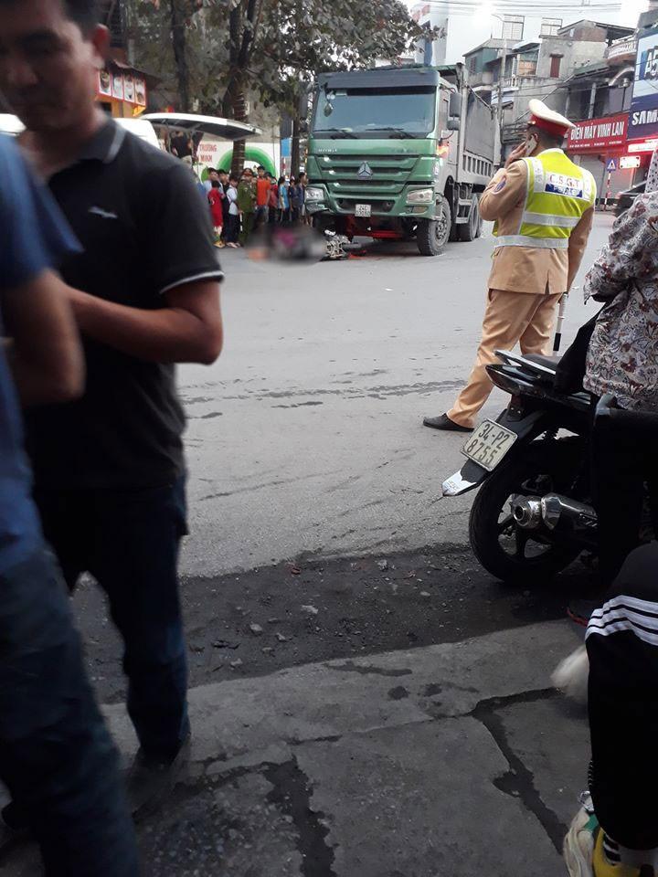 Hiện trường vụ tai nạn khiến người phụ nữ đi xe máy tử vong