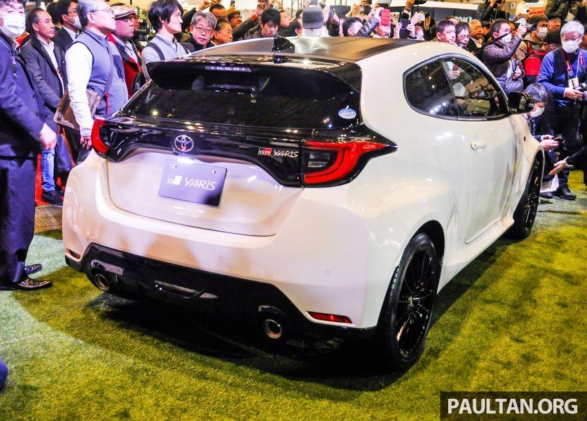 Đằng sau Toyota GR Yaris 2020 còn có cánh gió mui và bộ khuếch tán gió