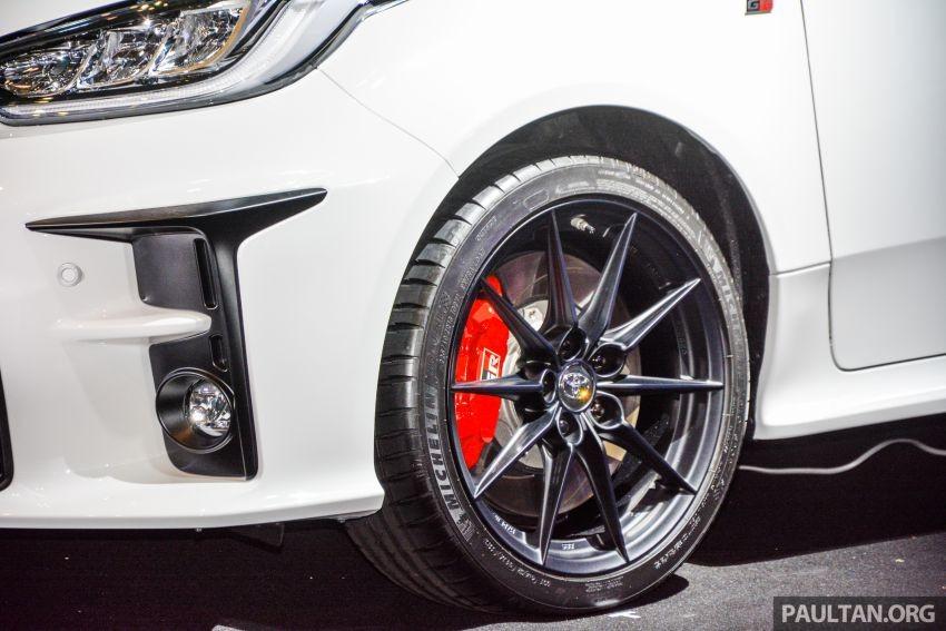 Phanh đĩa 356 mm đi với cùm phanh 4 piston trên bánh trước của Toyota GR Yaris 2020
