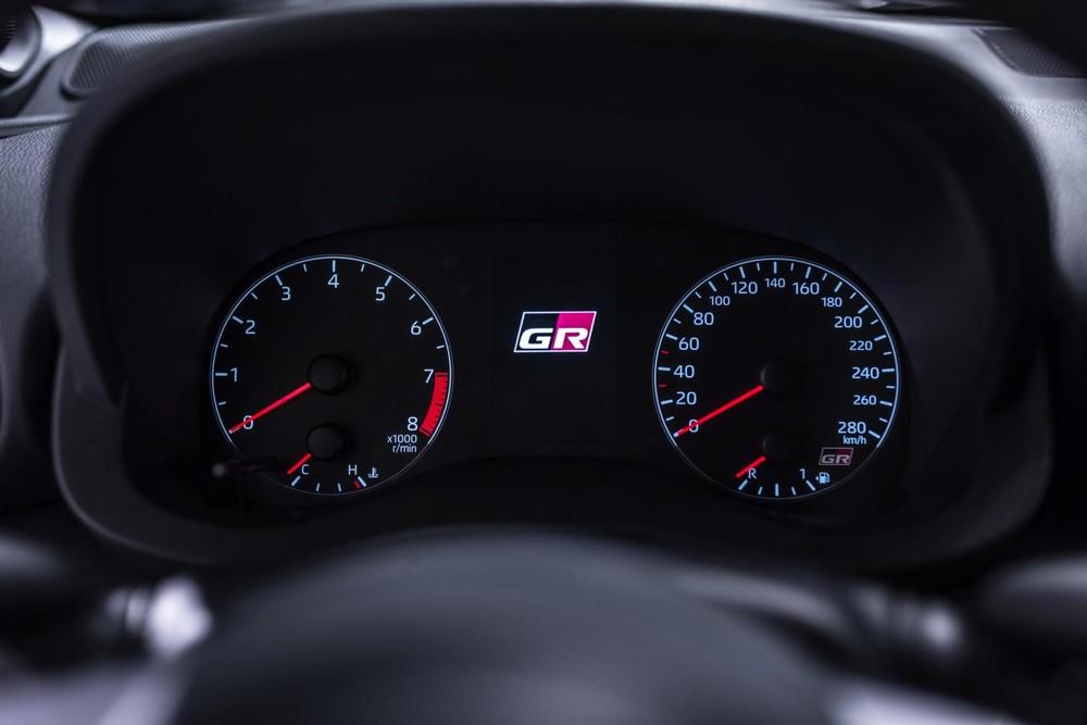 Logo GR trong bảng đồng hồ