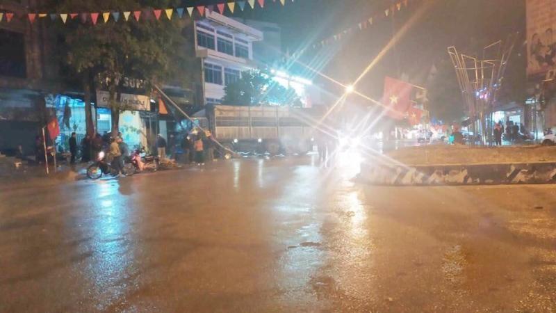 Hiện trường vụ tai nạn xe tải lao vào quán ốc bên đường ở Lạng Sơn