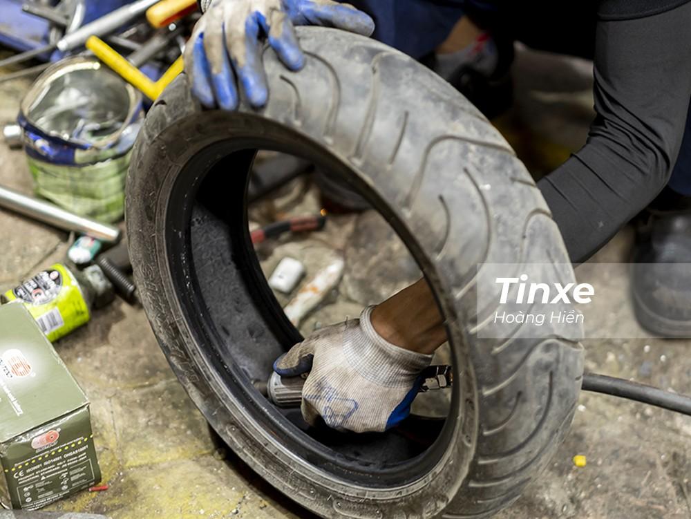 Vá ở mặt trong của lốp vừa đảm bảo thẩm mỹ, an toàn và độ bền cho lốp xe.