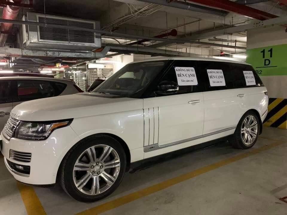 Chủ xe Range Rover bị cư dân mạng chửi sấp mặt vì tờ giấy Không đỗ xe bên cạnh