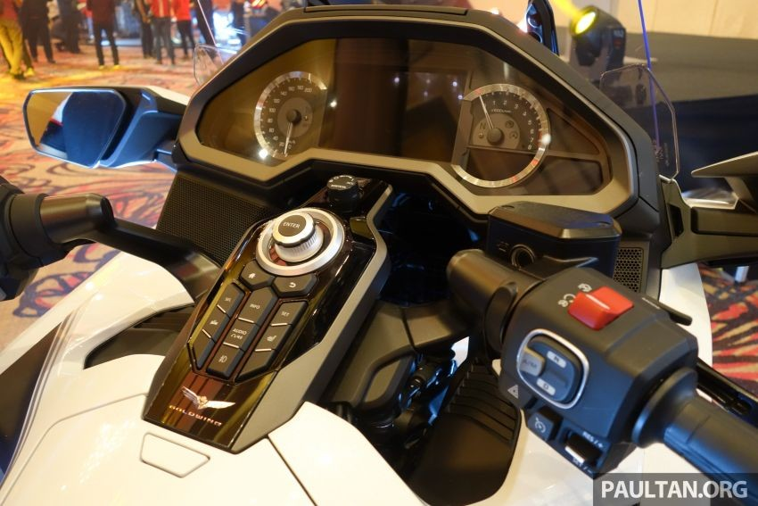 Clock and dashboard of the Honda Gold Wing GL 1800 2020