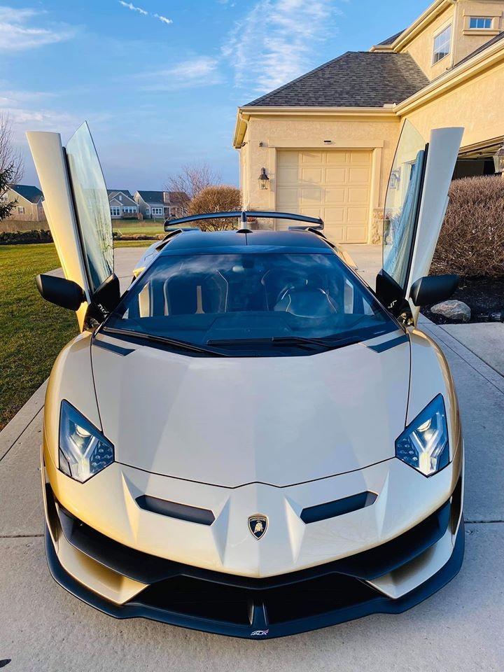 Siêu xe Lamborghini Aventador SVJ mui trần về đội Gia Lai Team có ngoại thất sơn màu Oro Elios