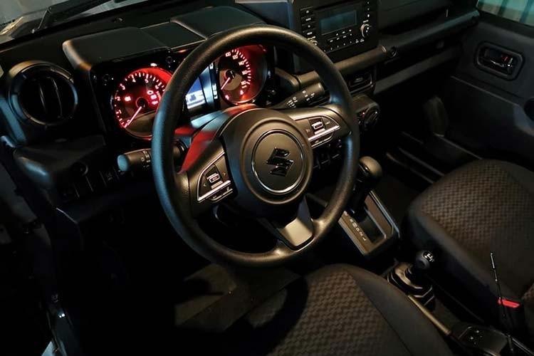 Nội thất của chiếc Suzuki Jimny mới được khui công