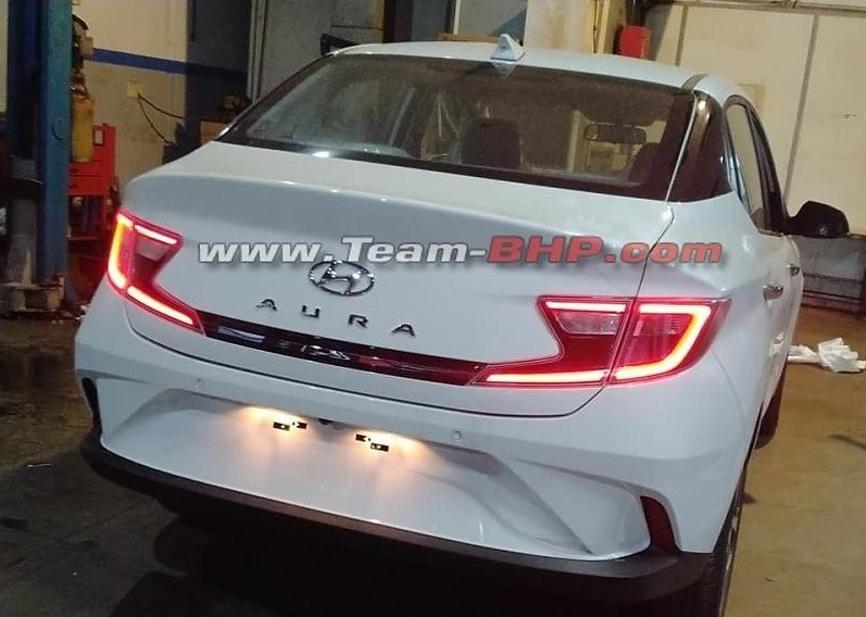 Đuôi xe đương nhiên là nơi có thiết kế khác biệt nhất so với Grand i10 của Hyundai Aura 2020