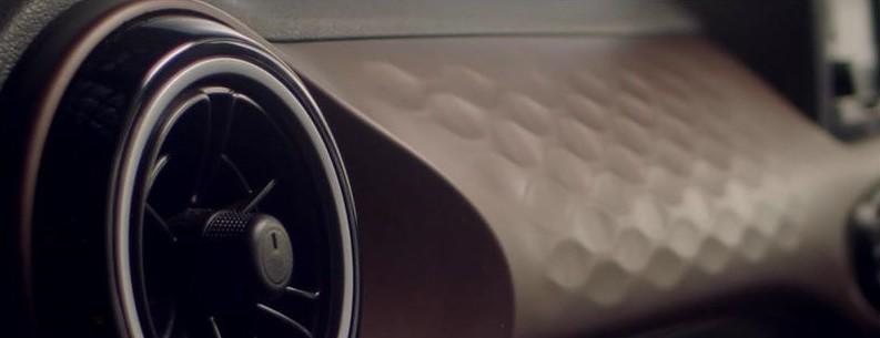 Ốp màu nâu trên mặt táp-lô của Hyundai Aura 2020