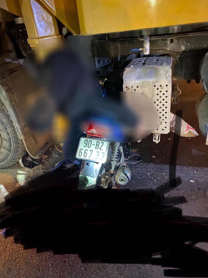 Người đàn ông tử vong trên yên xe máy sau vụ tai nạn