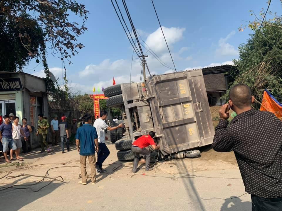 Hiện trường vụ tai nạn nghiêm trọng tại Nghệ An