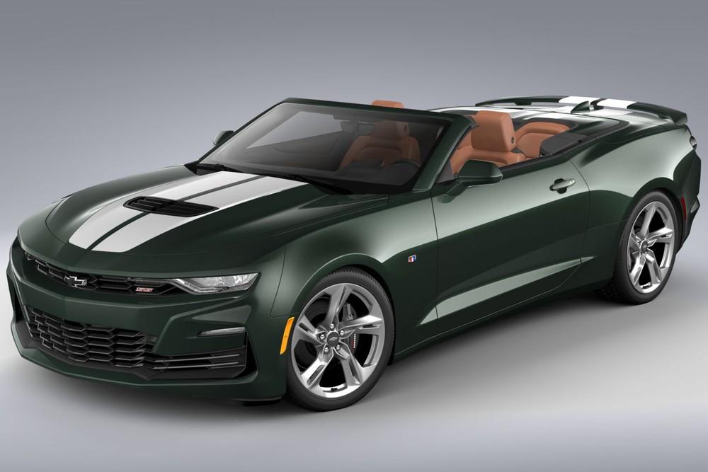 40 chiếc thuộc phiên bản SS Coupe có giá bán ra 7,48 triệu Yên, tương đương 68.080 đô la hay 1,58 tỷ đồng. Và 20 chiếc Chevrolet Camaro Heritage Edition mui trần có giá bán từ 6,45 triệu Yên, tương đương 58.685 đô la, hay 1,36 tỷ đồng.
