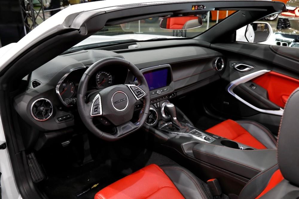 Nội thất chiếc xe thể thao Chevrolet Camaro 2020 ra mắt tại thị trường Nhật Bản