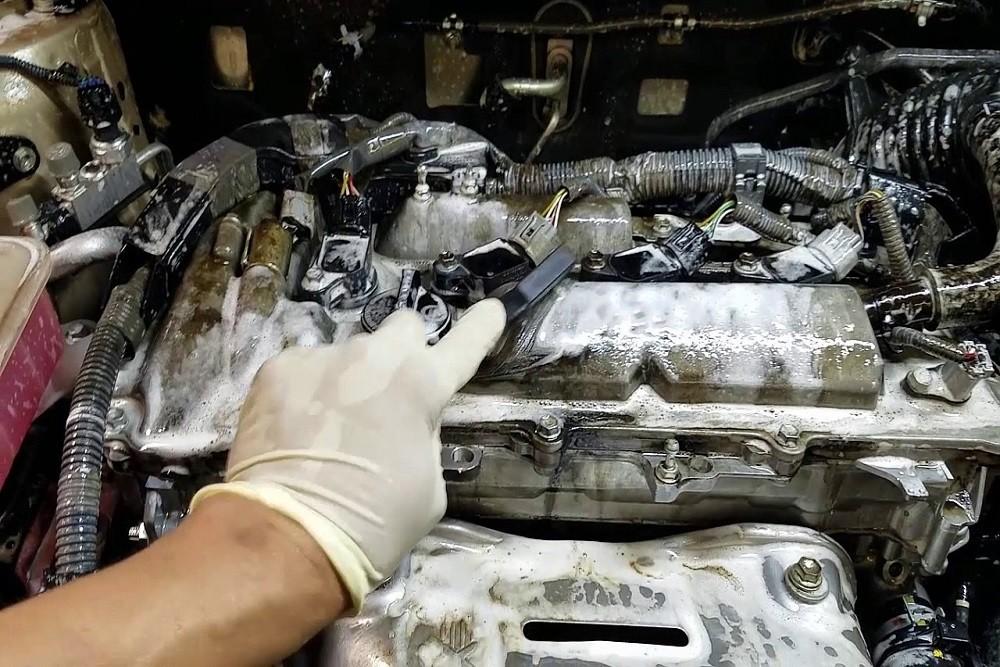 Rửa xe, vệ sinh nội thất và bảo dưỡng động cơ sau khi bị thủy kích