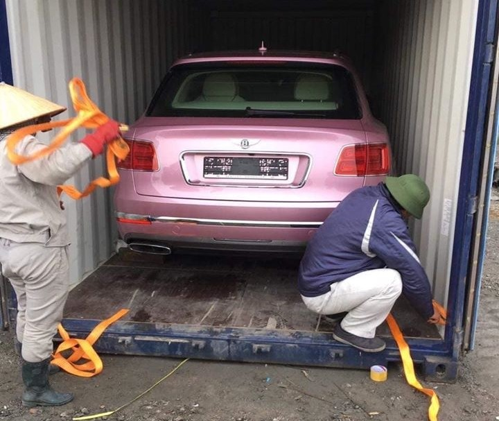 Bentley Bentayga pink is unique in Vietnam and comes back to Vietnam for Tet holiday