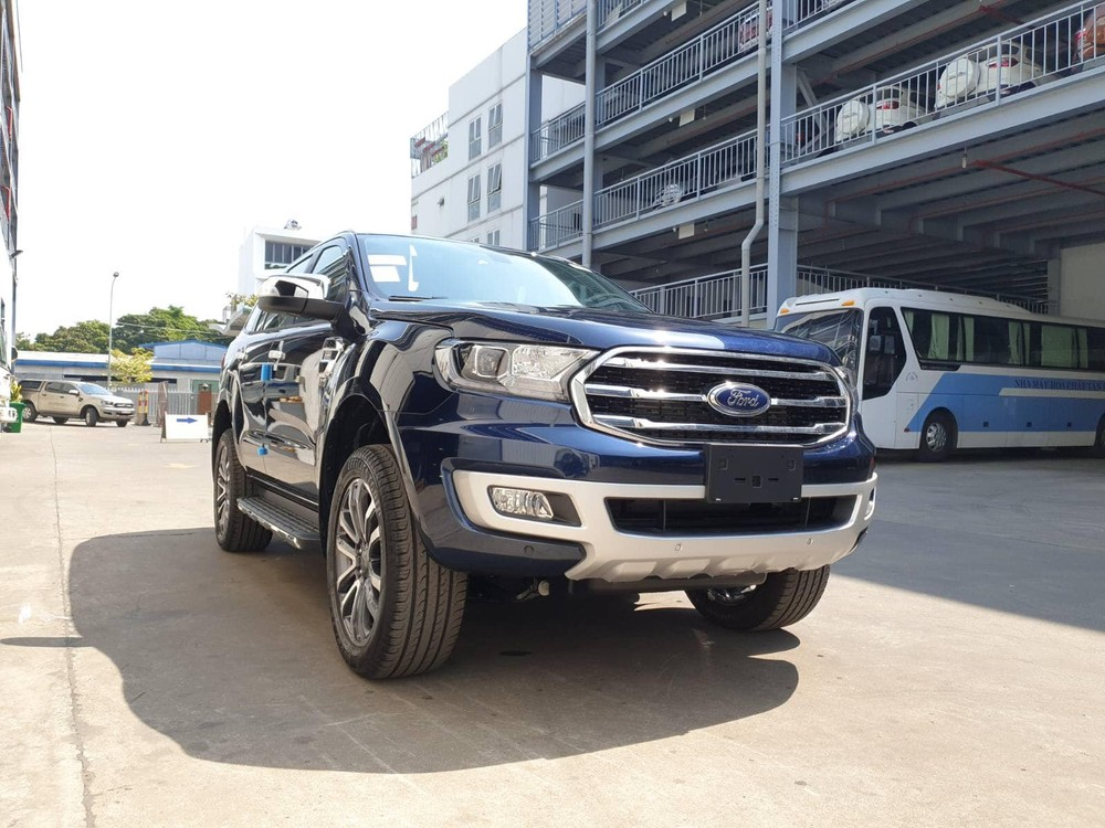 The Ford Everest 2020 is available in Deep Crystal Blue