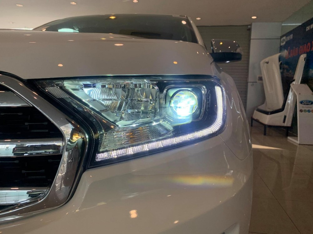 Ford Everest 2020 has also been upgraded to bi-LED projector lamps in 2 Titanium versions