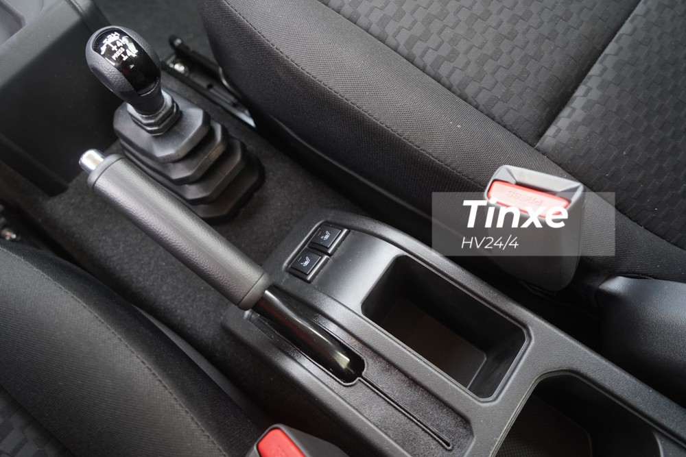 Những tính năng an toàn của Suzuki Jimny 2020 bao gồm hệ thống chống bó cứng phanh ABS, phân bổ lực phanh điện tử EBD, trợ lực phanh BA, hai túi khí trước, kiểm soát lực kéo TCS, cân bằng điện tử EBD, kiểm soát hành trình, cảnh báo lệch làn, giới hạn tốc độ.