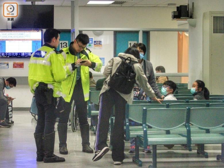 Một số học sinh trong vụ tai nạn được chuyển tới 2 bệnh viện để điều trị