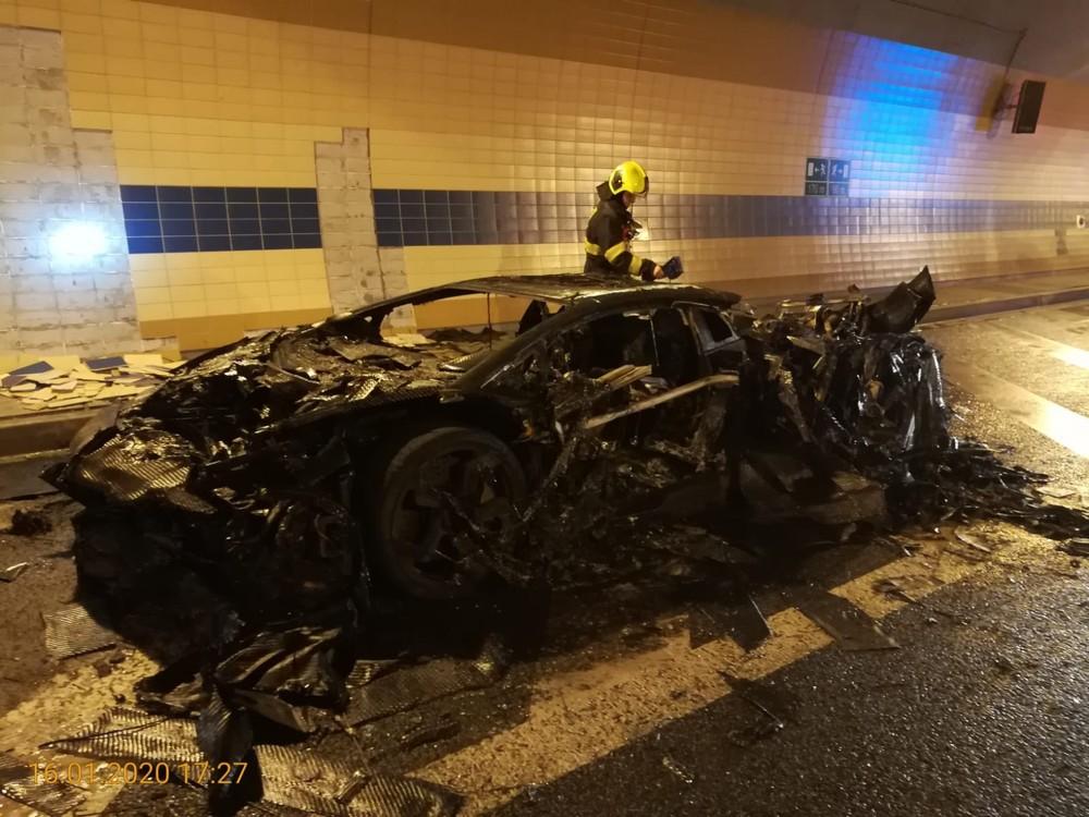 Chiếc siêu xe Lamborghini Aventador cháy chỉ còn trơ khung