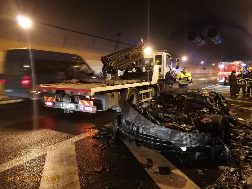 Vụ cháy đã gây thiệt hại không nhỏ về vật chất cho chủ nhân của chiếc Lamborghini Aventador