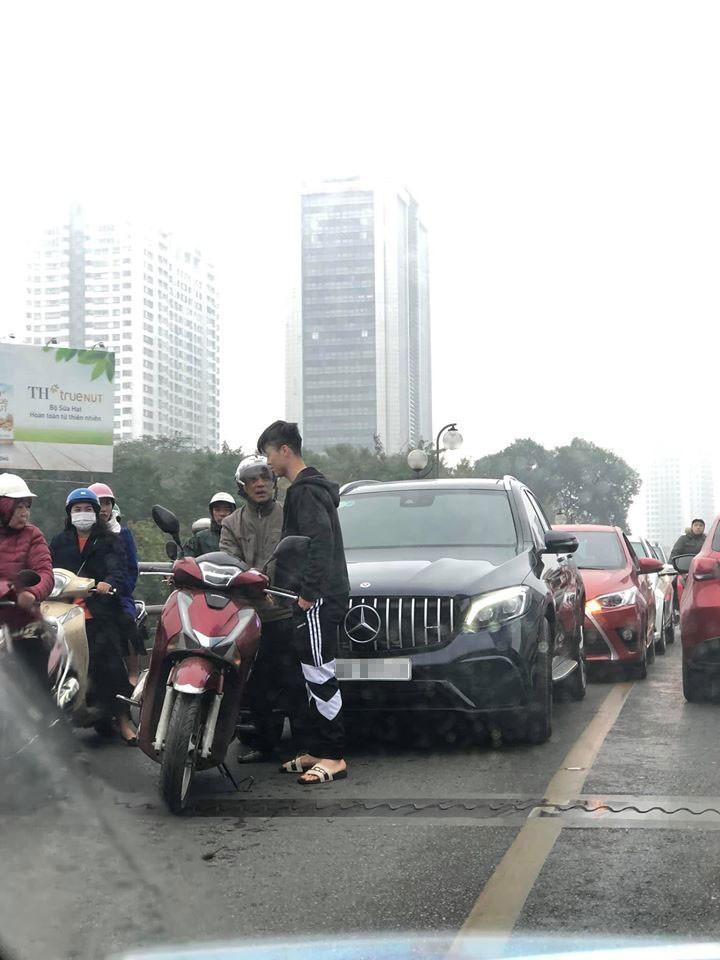 Hiện trường vụ tai nạn giữa chiếc Mercedes-Benz GLC và Honda SH