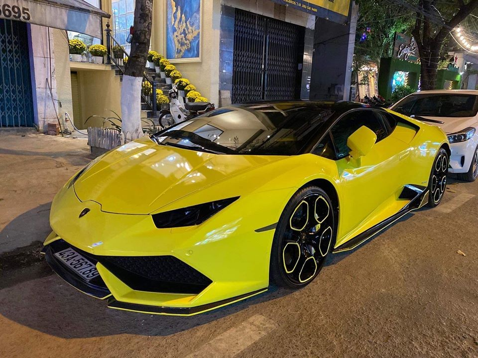 Lamborghini Huracan leveled all sea back to Danang for Tet?