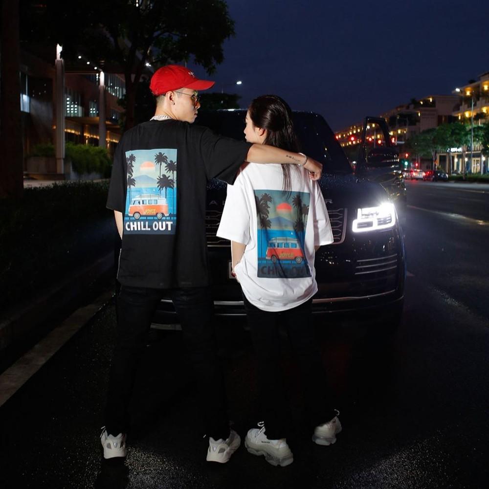 Vợ chồng con gái Minh Nhựa bên cạnh chiếc Range Rover Autobiography LWB 2018