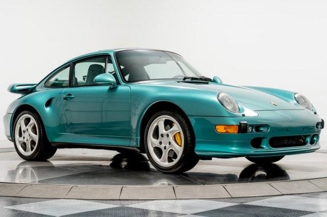 Với mức giá trên, nhiều người có thể mua được tới 2 chiếc siêu xe Porsche 911 GT2 RS hay một chiếc Porsche 935 mới mà trong tài khoản vẫn chưa hết số tiền 899.900 đô la