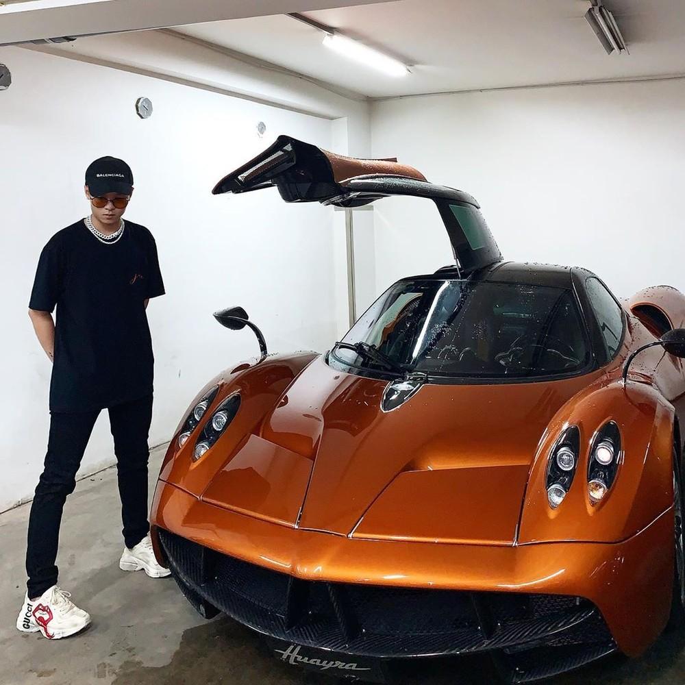 Ngoài con gái, con rể của Minh Nhựa cũng rất thích chụp ảnh cùng chiếc siêu xe Pagani Huayra có giá bán hơn 80 tỷ đồng này.