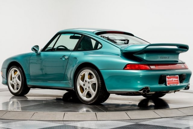 This is a green paint with a metallic finish surface that is somewhat reclining to blue. This paint color is often used more in later Porsche cars. Although it is said more, but actually this paint color is only used with the count on the fingers.