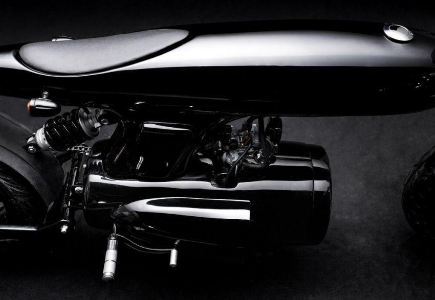 Động cơ của xe được đặt trong vỏ bằng thép không gỉ