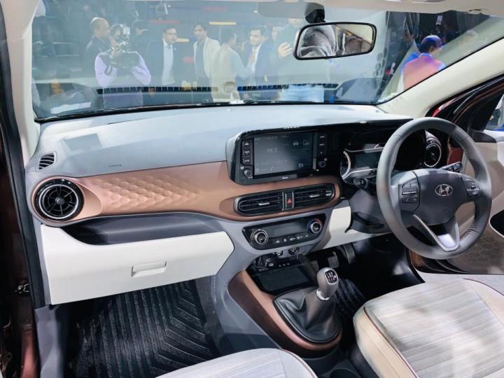 Nội thất bên trong Hyundai Aura 2020 về cơ bản là giống Grand i10 2019